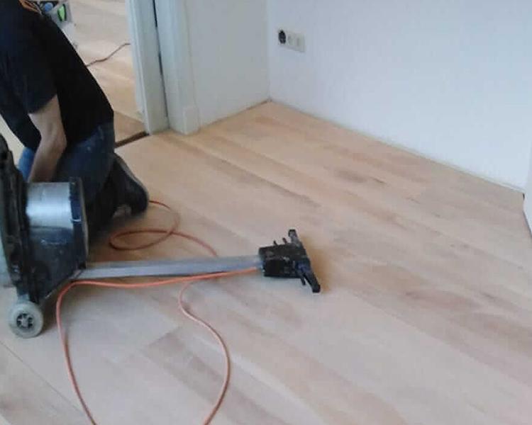 schuren houten vloer in Weesp